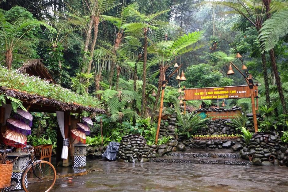 Kampung Daun Entrance 2