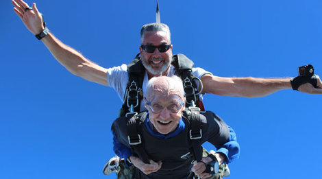 90 year old skydives for his birthday