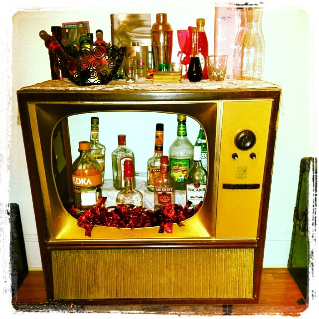 The best bar ever ! #vintage #tv #magnavox #AWESOME #cool #50s #retro