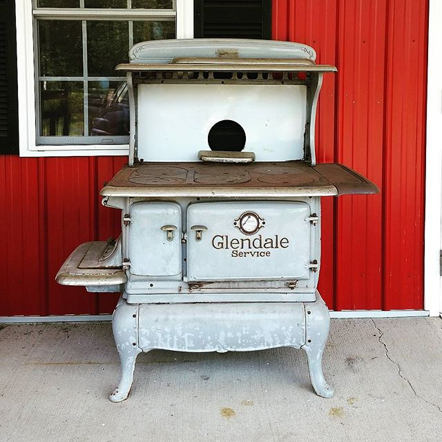 Old Stove #connecticut #vintage #antique #countrystore