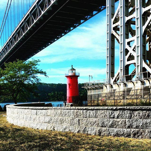 The Little Red #Lighthouse and the Great Gray #Bridge #washingtonheightsnyc #uptown #washingtonheights #nyc #landmark #nycparks #jeffreyshooklighthouse #hudsonriver #littleredlighthouse #georgewashingtonbridge #iseeyounewjersey