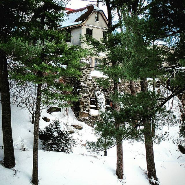Cottage in the #snow #newyork #forttryonpark #stormjonas #romantic #washingtonheights #quiet