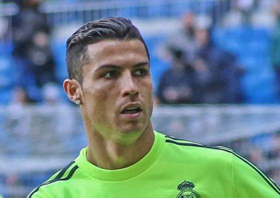 Ganz schön reich: Mit einem Jahreseinkommen von geschätzten € 70 Millionen verdient Cristiano Ronaldo in Minuten so viel, wie andere in einem ganzen Jahr.