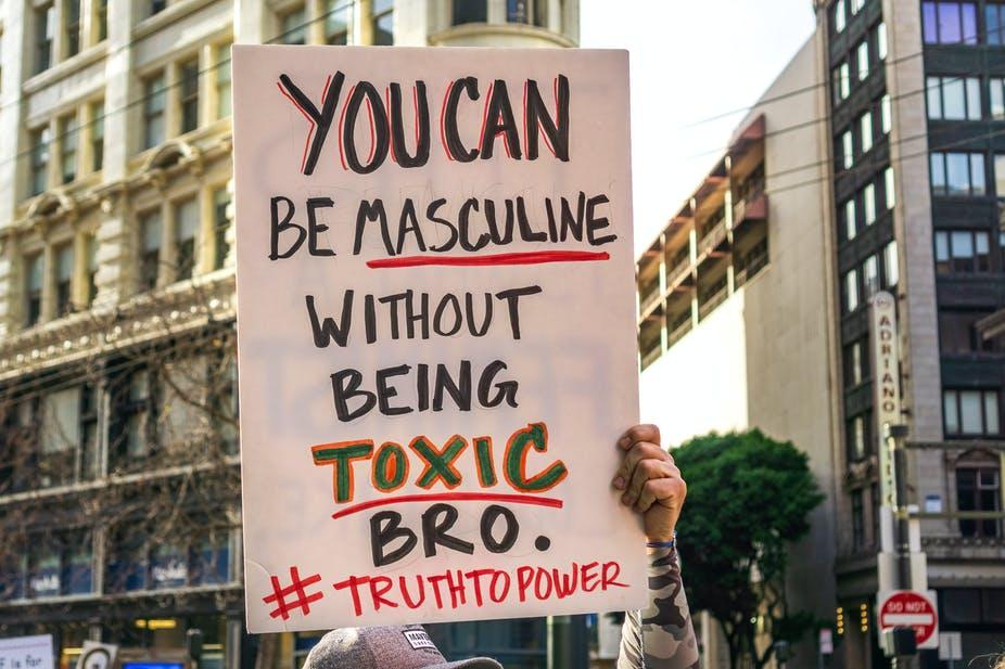 """""""Mascolinità tossica"""", cos'è e come riconoscerla"""