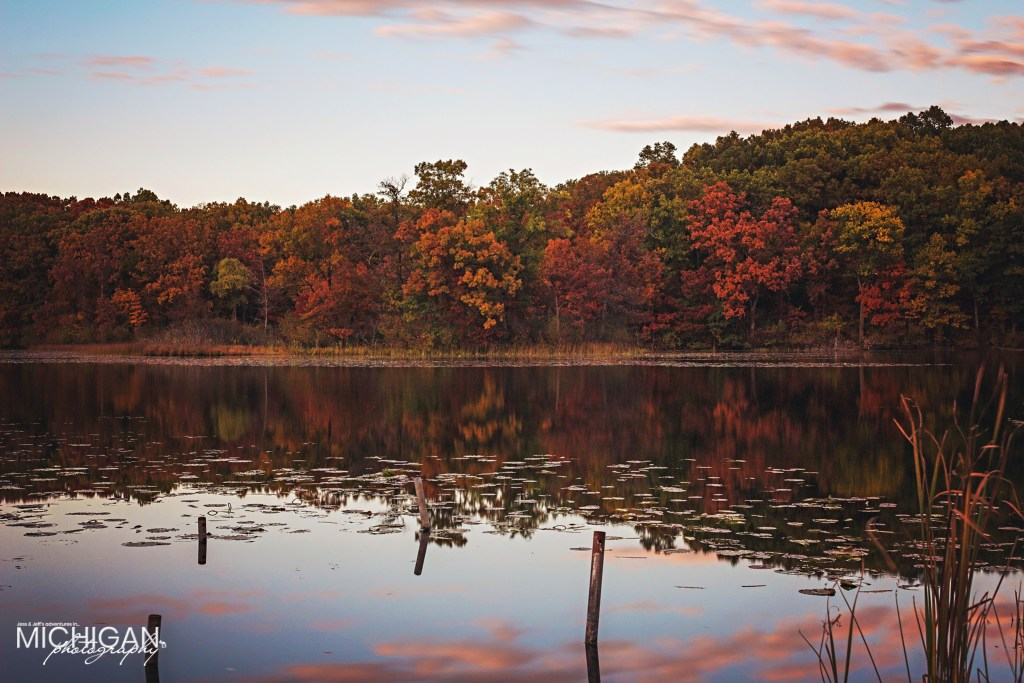 A long exposure of Valley lake's shoreline in Autumn