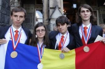 elevi romani premianti la olimpiada de chimie