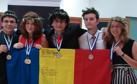 elevi romani premianti la olimpiada de fizica