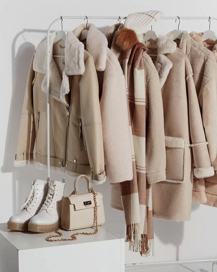 Kleider in Beige, super trendig