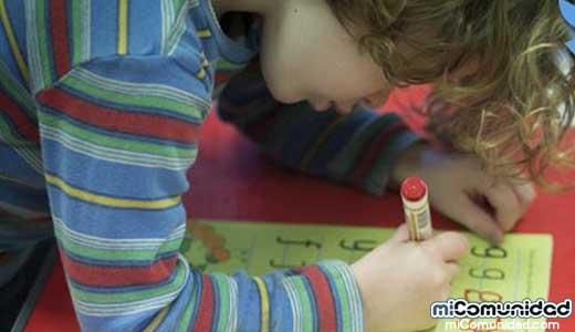 Pequeña de 4 años es expulsada de preescolar en EE.UU. por no leer libro gay