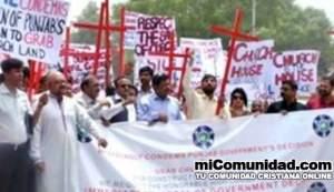 Pakistaníes cristianos se oponen a destrucción de sus templos