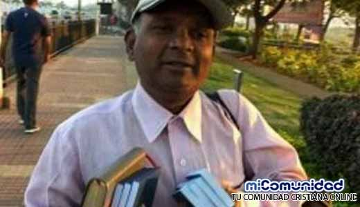 Evangelista golpeado por distribuir biblias está en riesgo de muerte