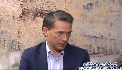 Video: Cash Luna se Enoja con Periodista de CNN por hacerle una Pregunta Incómoda