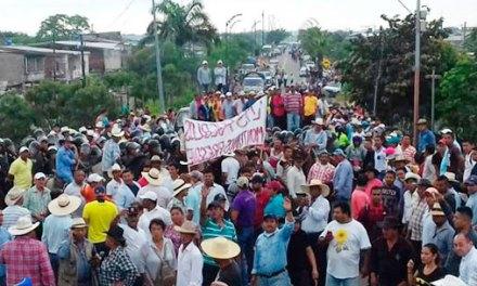 Arroceros paralizan vía hacia Guayaquil.