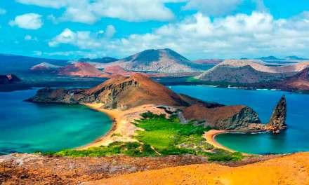 Protestas por las declaraciones de Ministro Oswaldo Jarrin. «Galápagos patrimonio natural no militar».