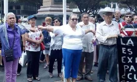A pesar de huelga de hambre de jubilados, Ministerio de Finanzas continuará con pago de incentivos con bonos (VIDEO)
