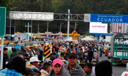 Venezolanos «exigen» ingresar a Ecuador y cierran nuevamente el puente de Rumichaca