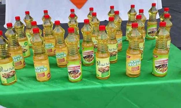 Palmicultores presentan su aceite comestible, fruto de la asociatividad