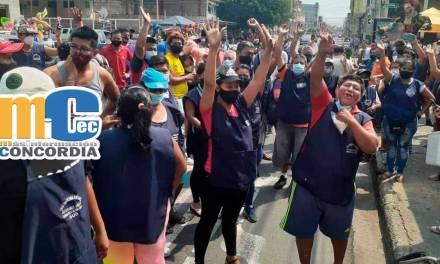 Artesanos protestan por prohibición de quema de Monigotes.