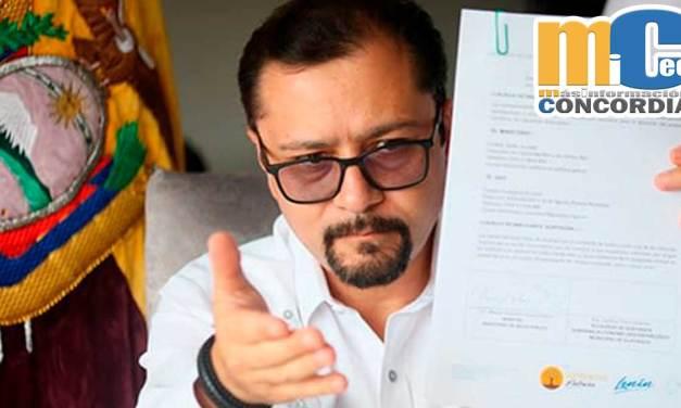 """Ex ministro de salud Falconí denuncia que gerente de CNT """"manejaba dosis a su antojo"""""""