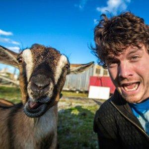 Allan_Dixon_selfie_animal_8
