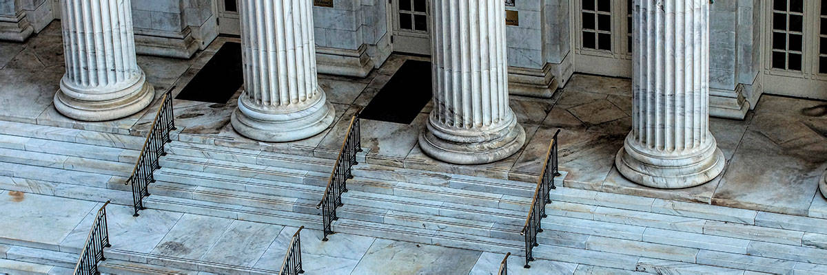 Government building with columns and marble steps. The traditional VPAT approach for reporting and evaluating Section 508 accessibility compliance can put vendors and government agencies at risk.