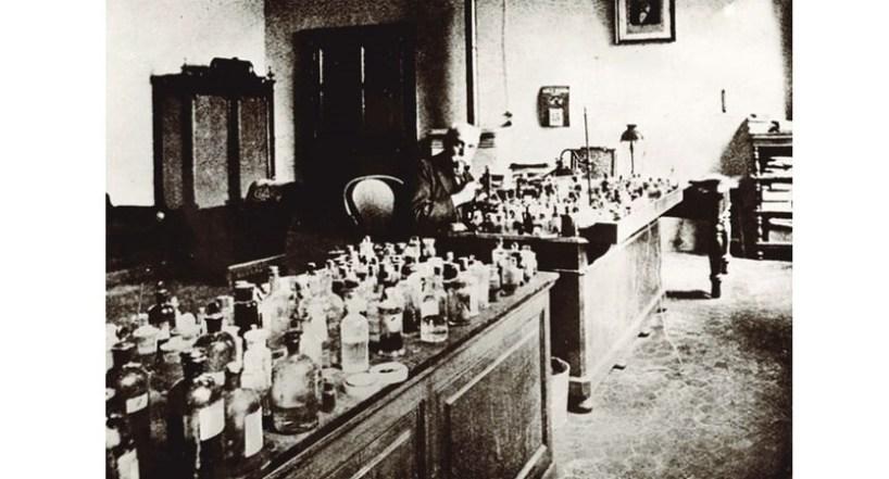 Bartolomeo Camillo Emilio Golgi nel suo laboratorio di Pavia