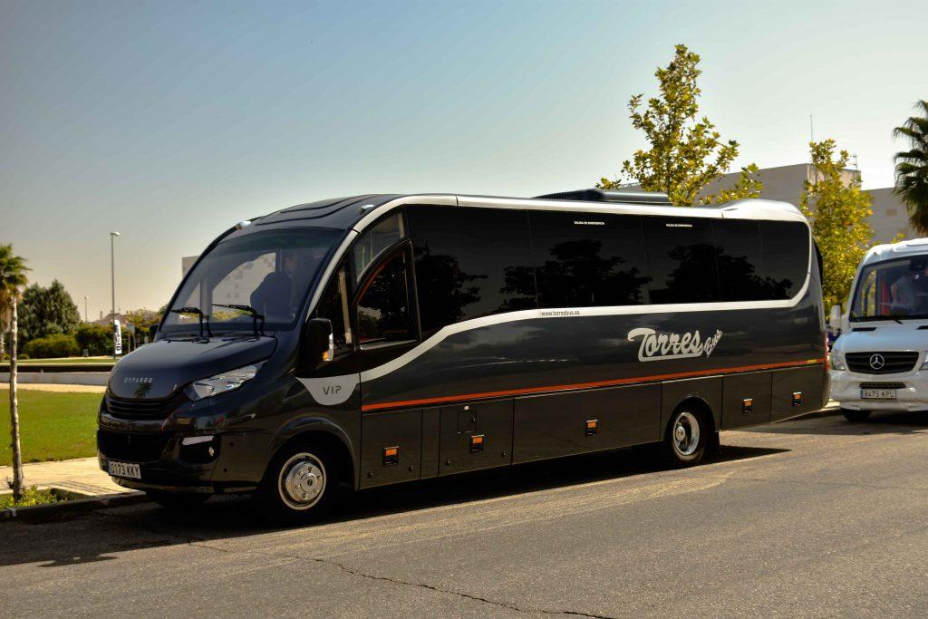 alquiler de microbuses en madrid 30 plazas para servicios de alquiler y bodas