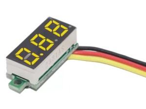 """0.28"""" beépíthető feszültségmérő - Sárga"""