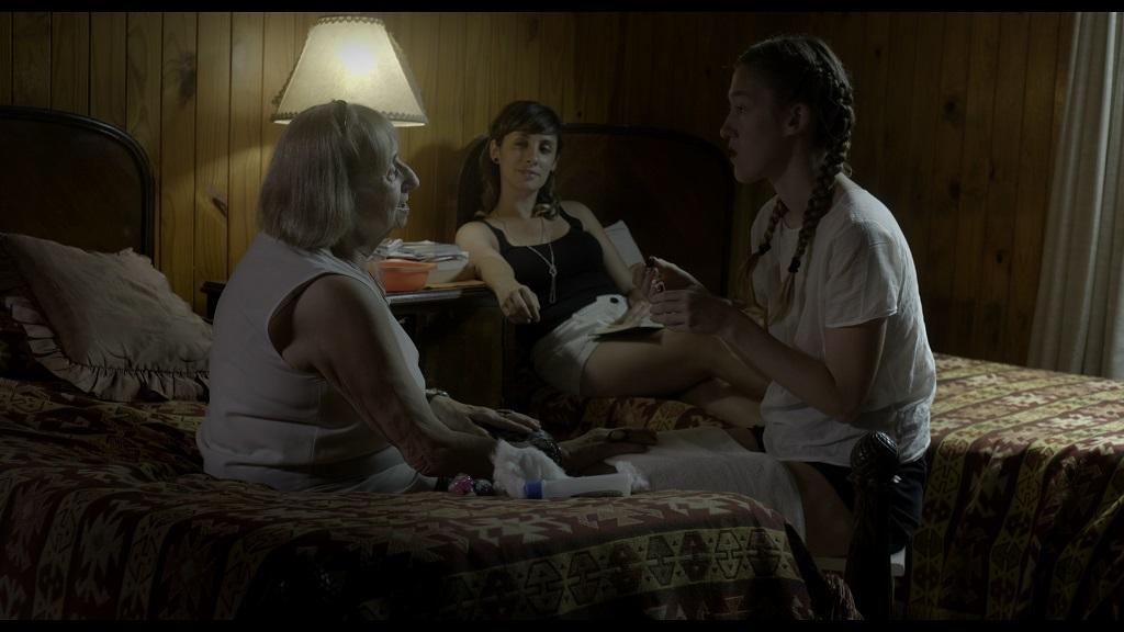 Estrenos: críticas de «Casa Coraggio», de Baltazar Tokman e «Implantación», de Fermín Acosta, Lucía Salas y Sol Bolloqui