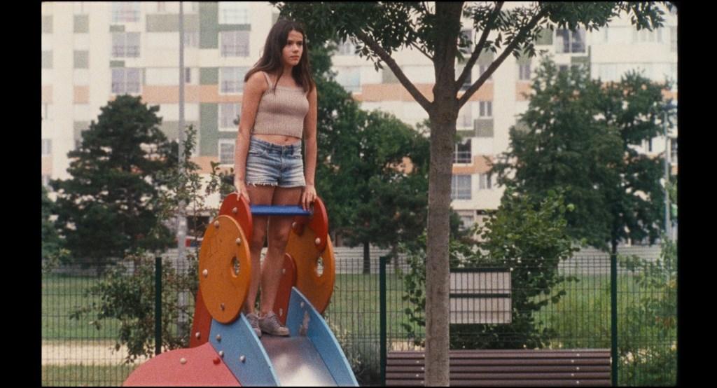 """""""Mercuriales"""" y """"Sophia Antipolis"""", los dos primeros largos del realizador francés, exploran con originales recursos cinematográficos, una serie de vidas en zonas marginales de las grandes ciudades. Los films se pueden ver hasta fin de mes, y a modo de estreno, en la plataforma de streaming online."""