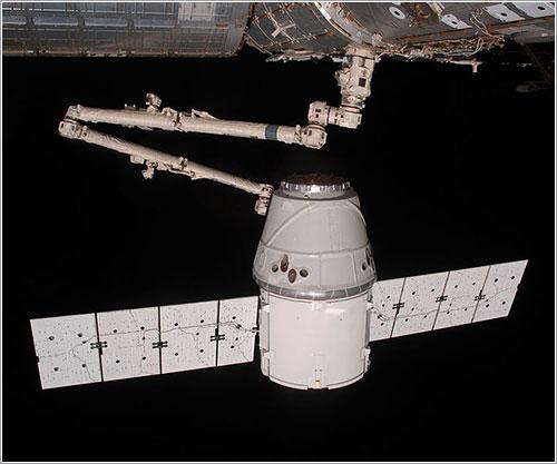 La Dragon COTS2 en el momento de su captura - NASA