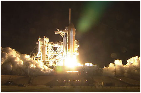 Lanzamiento del Endeavour en la misión STS-123 (NASA)