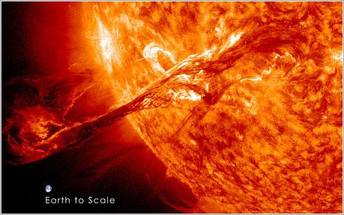 La Tierra comparada con esta prominencia solar - NASAA/GSFC/SDO