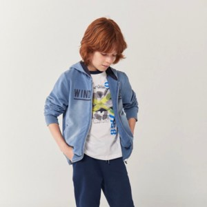 chaqueta azul con efecto deslavado