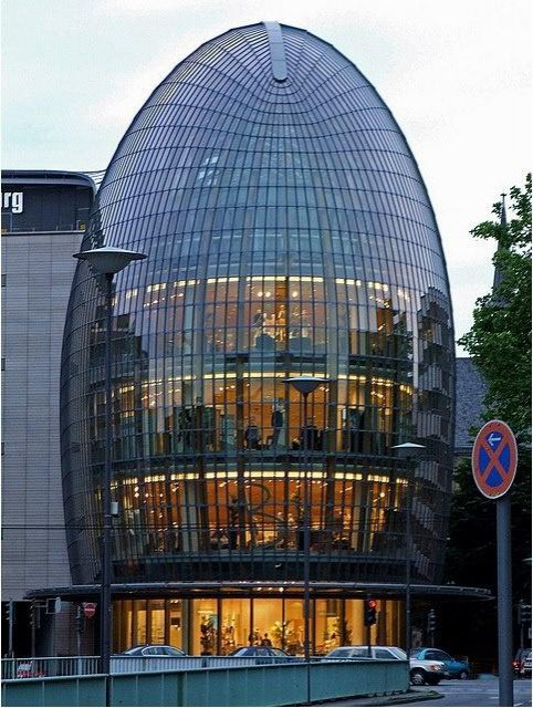 Weldtstadthaus, Cologne, Germany by Renzo Piano, 2005.