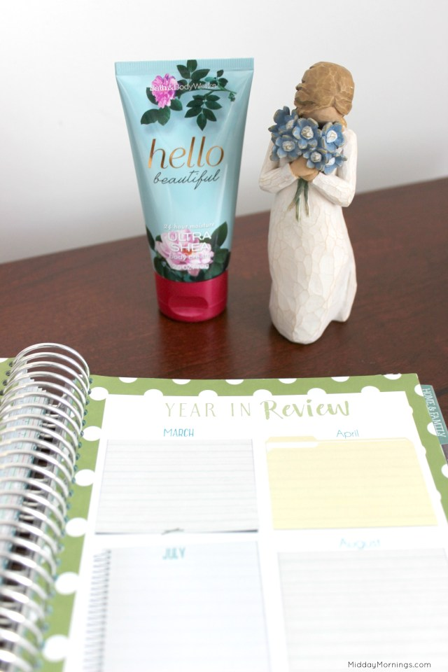 The Year in Review spread in the Mormon Mom Planner will make creating our yearly digital scrapbook so much easier! | MiddayMornings.com