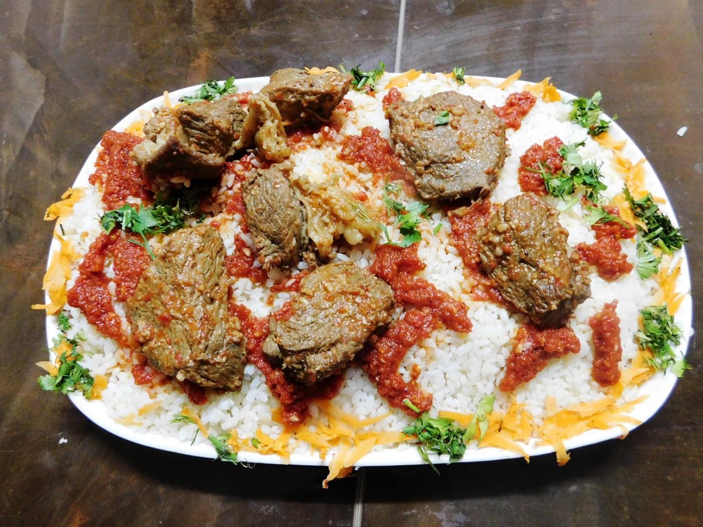 Au centre de la table de Noël se trouve un plat appelé fatteh (MEE)
