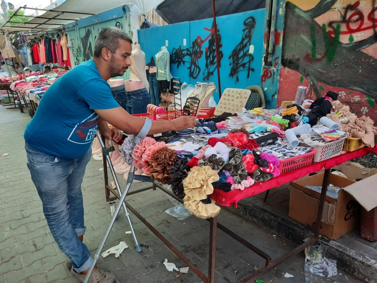 Street hawker Mohammed al-Amarin has cerebral palsy and a problem with the nerves in his feet (MEE/Ahmed Al-Sammak)
