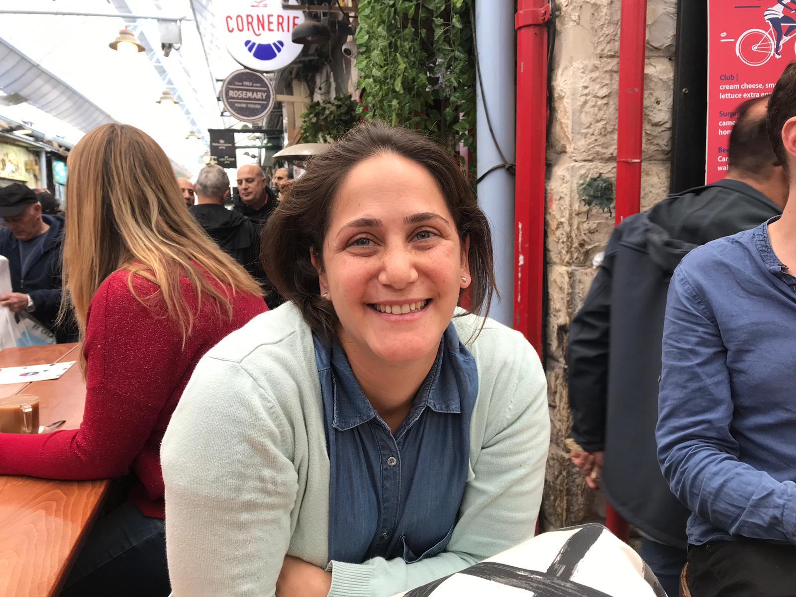 Tamar Rate-Etzyon, colon israélien, au marché de Mahane Yehuda de Jérusalem-Ouest (MEE)