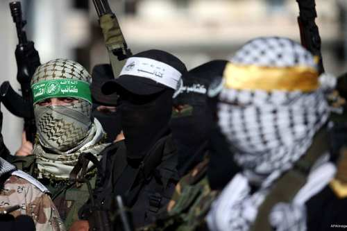 masked-and-armed-al-qassam-brigade-soldiers-Hamas