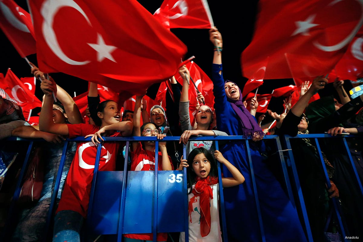 Anti-coup protesters came out in their thousands in support of President Recep Tayyip Erdogan following the failed military coup of July 15th, 2016 [Middle East Monitor]