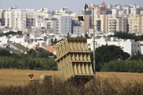 A recently located Iron Dome battary can be seen near the southern Israeli city of Ashkelon outside the Gaza Strip June 7, 2015 [Amir Cohen / Reuters]