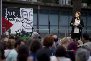 """The mayor of Barcelona, Ada Colau gives a speech to show her support for two sailing boats, Amal-Hope and Zaytouna-Oliva, with only female activists on board, before it sets off for the Gaza Strip from the port of Barcelona under the banner """"The Women's Boat to Gaza"""" to break the Israeli blockade on Gaza on September 14, 2016 in Barcelona, Spain. ( Albert Llop - Anadolu Agency )"""