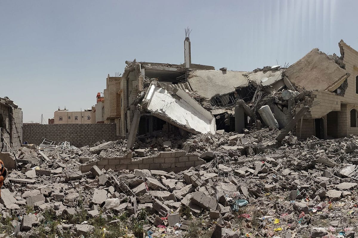 Destroyed house in the south of Sanaa on 12th of June 2015 [Ibrahem Qasim/Wikipedia]