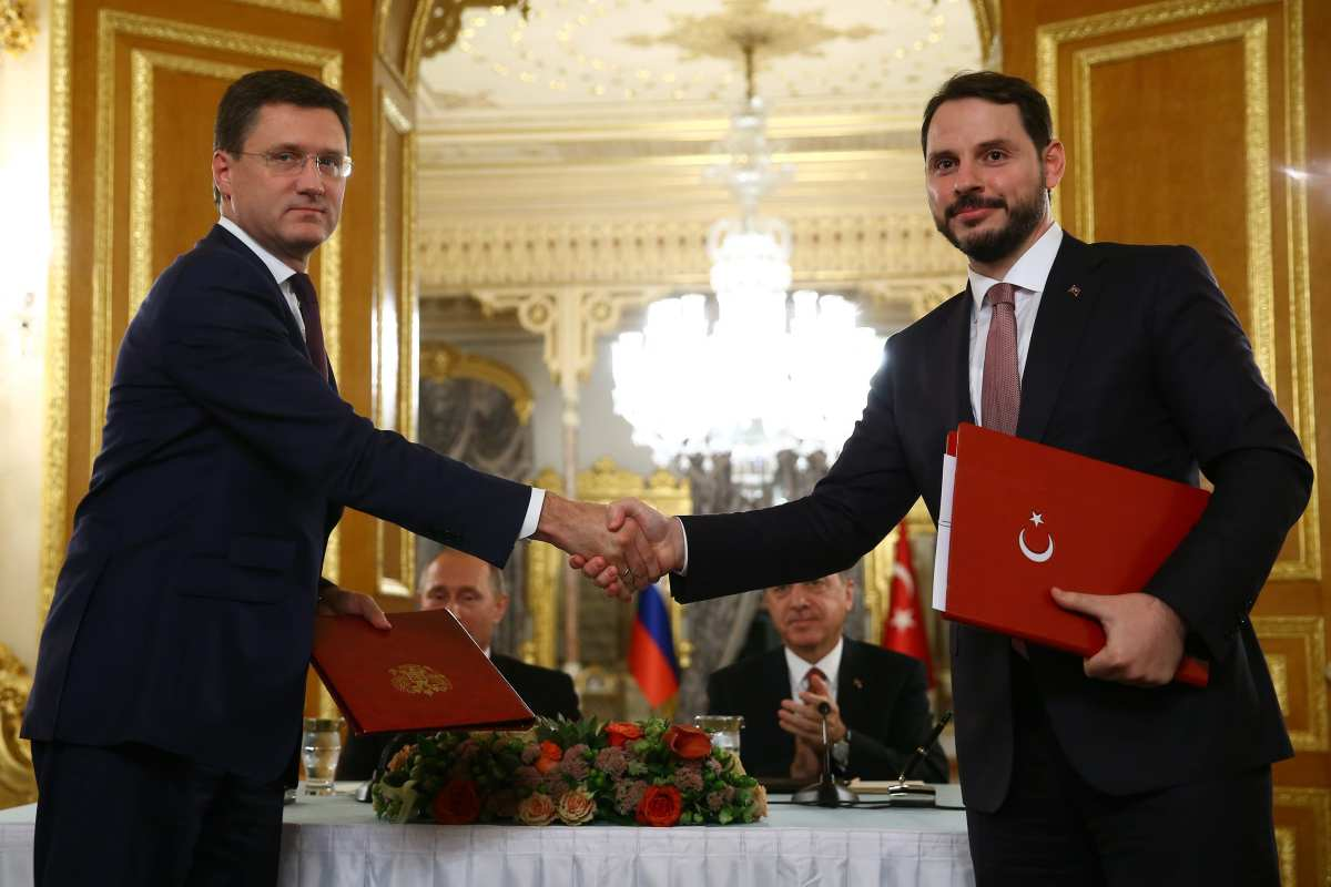 The new Turkish Finance Minister Berat Albayrak (R) and Russian Energy Minister Aleksandr Novak (L) shake hand after signing Turkish Stream agreement as during a press conference at Mabeyn Palace in Istanbul, Turkey on October 10, 2016. ( Kayhan Özer - Anadolu Agency )