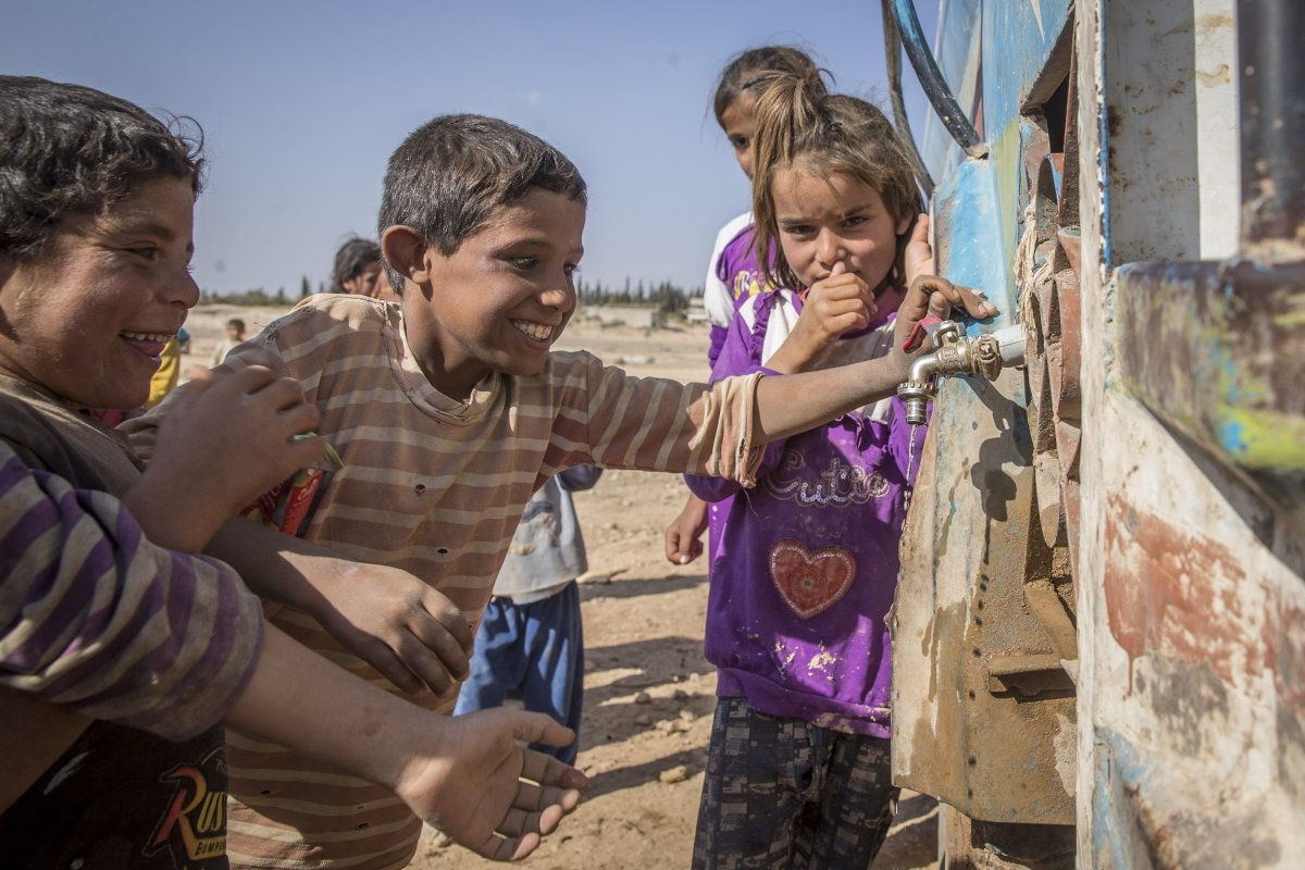 Internally displaced Syrians can be seen in makeshift camps near the border of Turkey and Syria [Emin Sansar/Anadolu Agency]