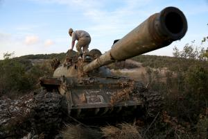 IDLIB, SYRIA - OCTOBER 10: Members of opponent groups attack Assad Regime's bases located at a hill on the border between Latakia and Idlib in Syria on October 10, 2016. ( Beha El Halebi - Anadolu Agency )