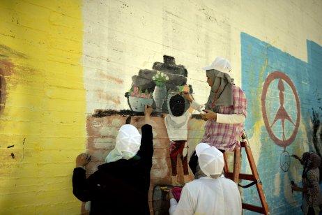 GAZA CITY, GAZA - OCTOBER 13 : Palestinian art students take part in a festival marking the International Day of Peace in Gaza City, Gaza on October 13, 2016. ( Mustafa Hassona - Anadolu Agency )