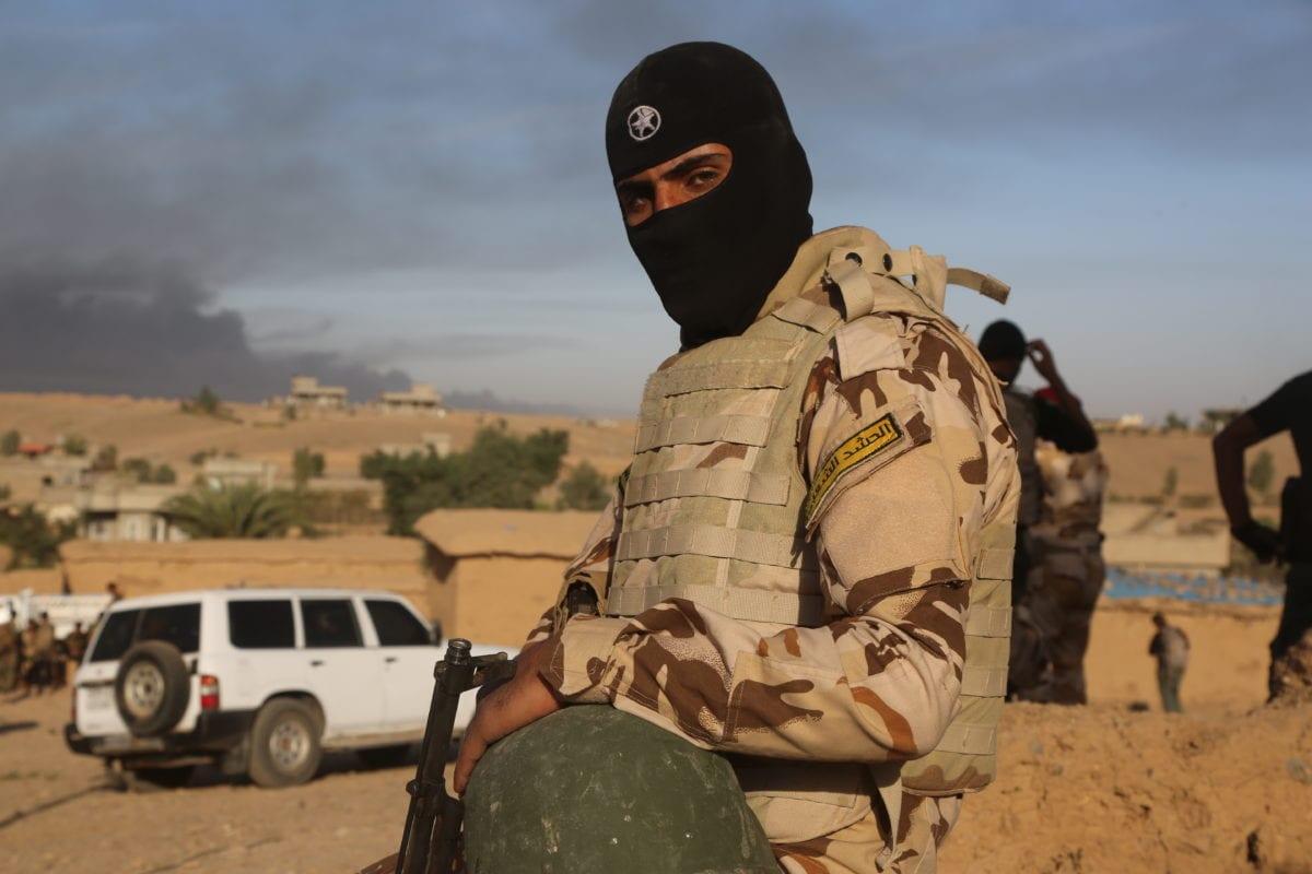 Image of armed soldier when the Iraqi Army and Hashd Al-Shaabi militias arrive at Saleh Village near Qayyarah on October 20 2016 [Hemn Baban/Anadolu Agency]