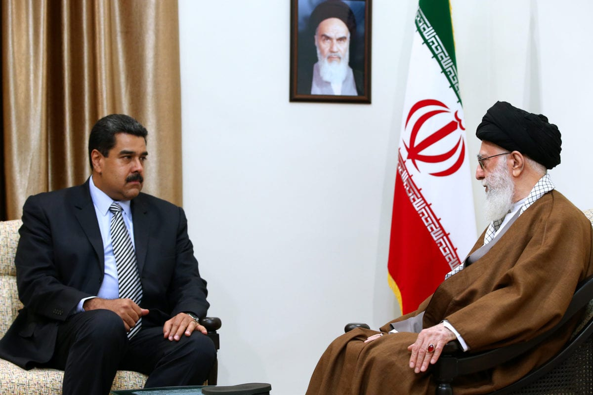 Venezuelan President Nicolas Maduro (L) meets the Supreme Leader of Iran, Ali Khamenei during his visit in Tehran, Iran on October 22, 2016 [Supreme Leader Press Office/Anadolu Agency]